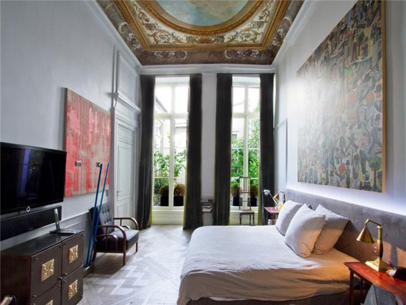 Paris9 Nice and spacious penthouse in Paris with a painted ceiling