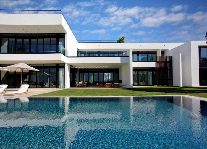 66103389906 Modern and impressive house on the water By Ralph Choeff