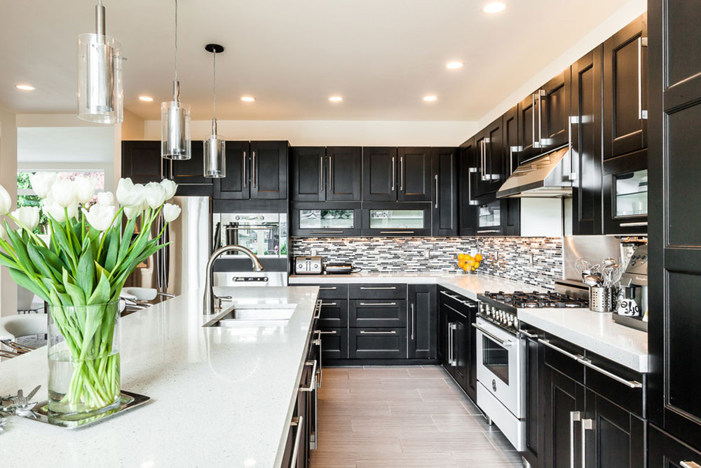 Kitchens-with-black-cupboards-can-still-be-bright11 Kitchens with-black cupboards - pictures and ideas