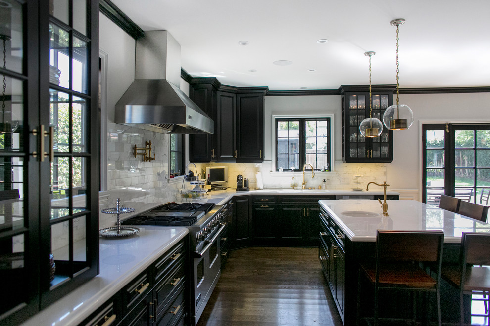 Kitchens-with-black-cabinets-can-still-be-bright1 Kitchens with-black cabinets - pictures and ideas