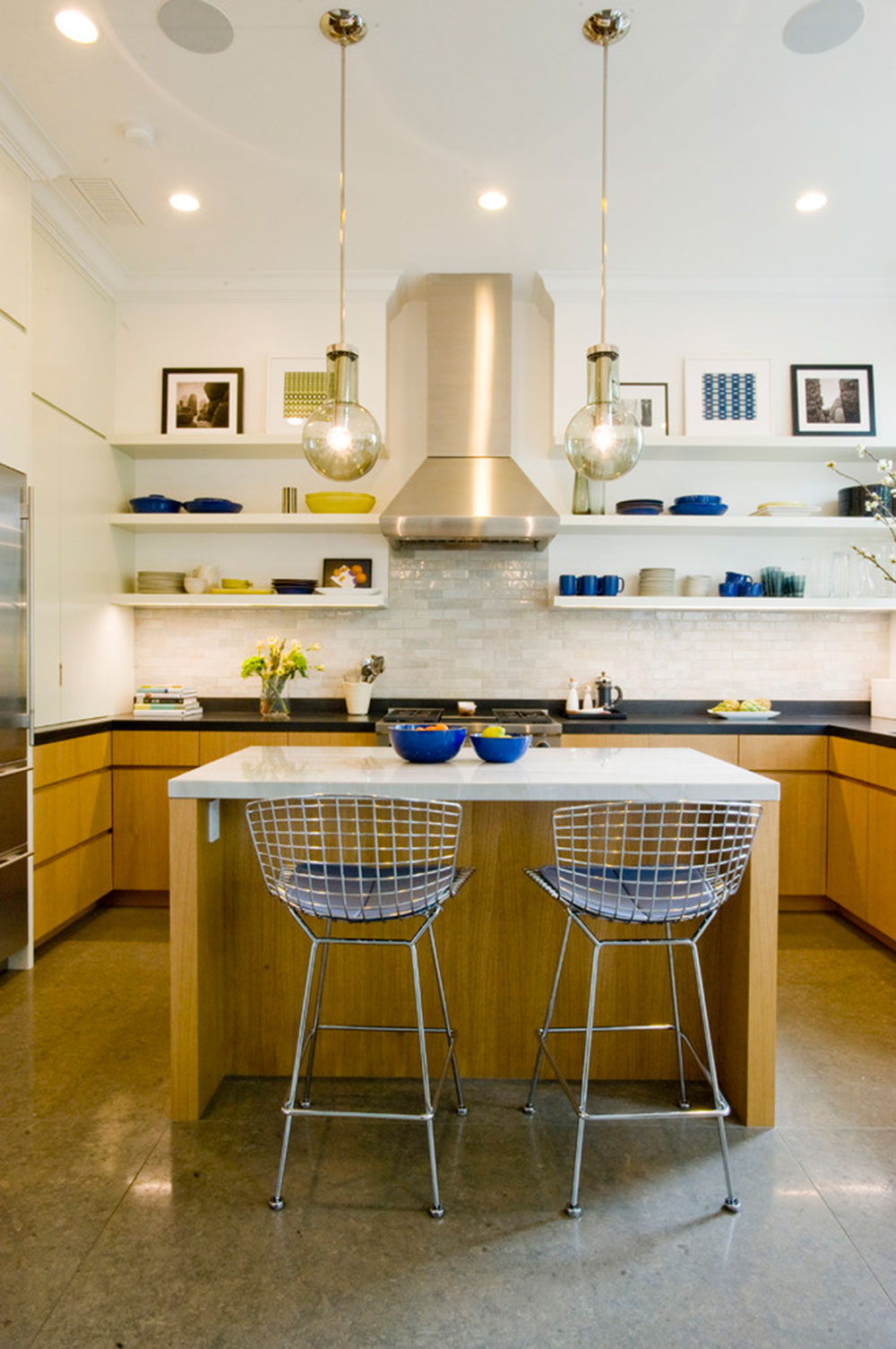 White-Tile-Backsplashes-don't-have-to-be-boring4 White Tile Backsplash Design Ideas