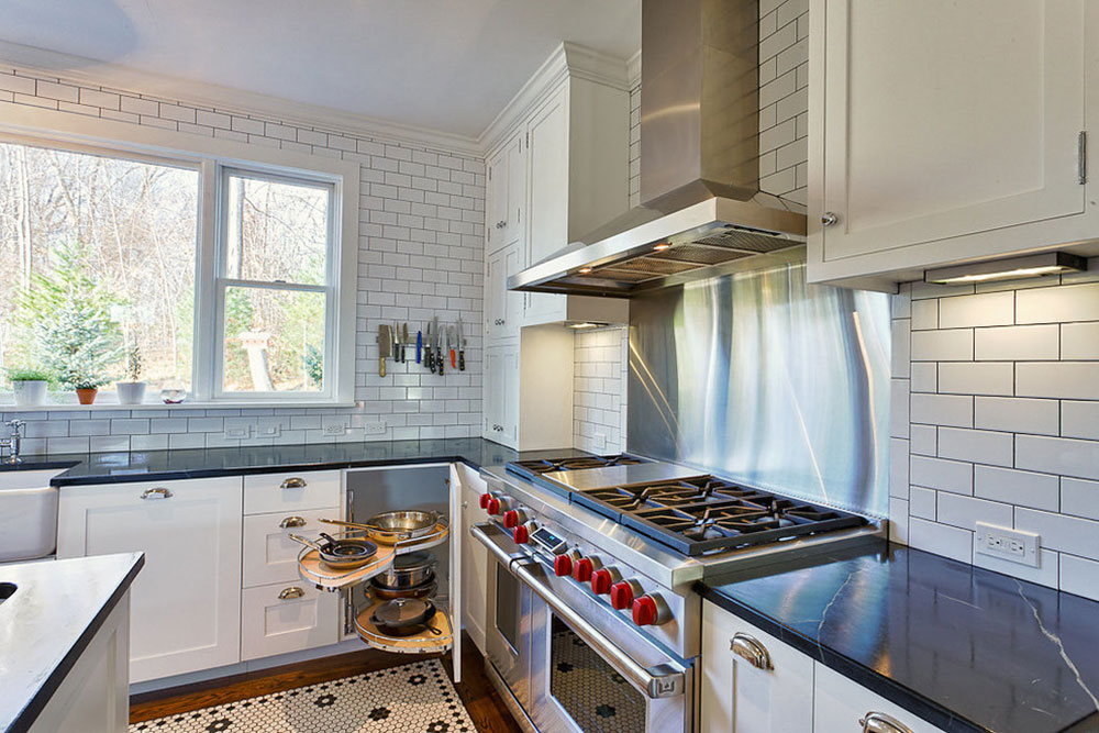 White-tile-backsplashes-don't-have-to-be-boring2 White Tile Backsplash Design-Ideas