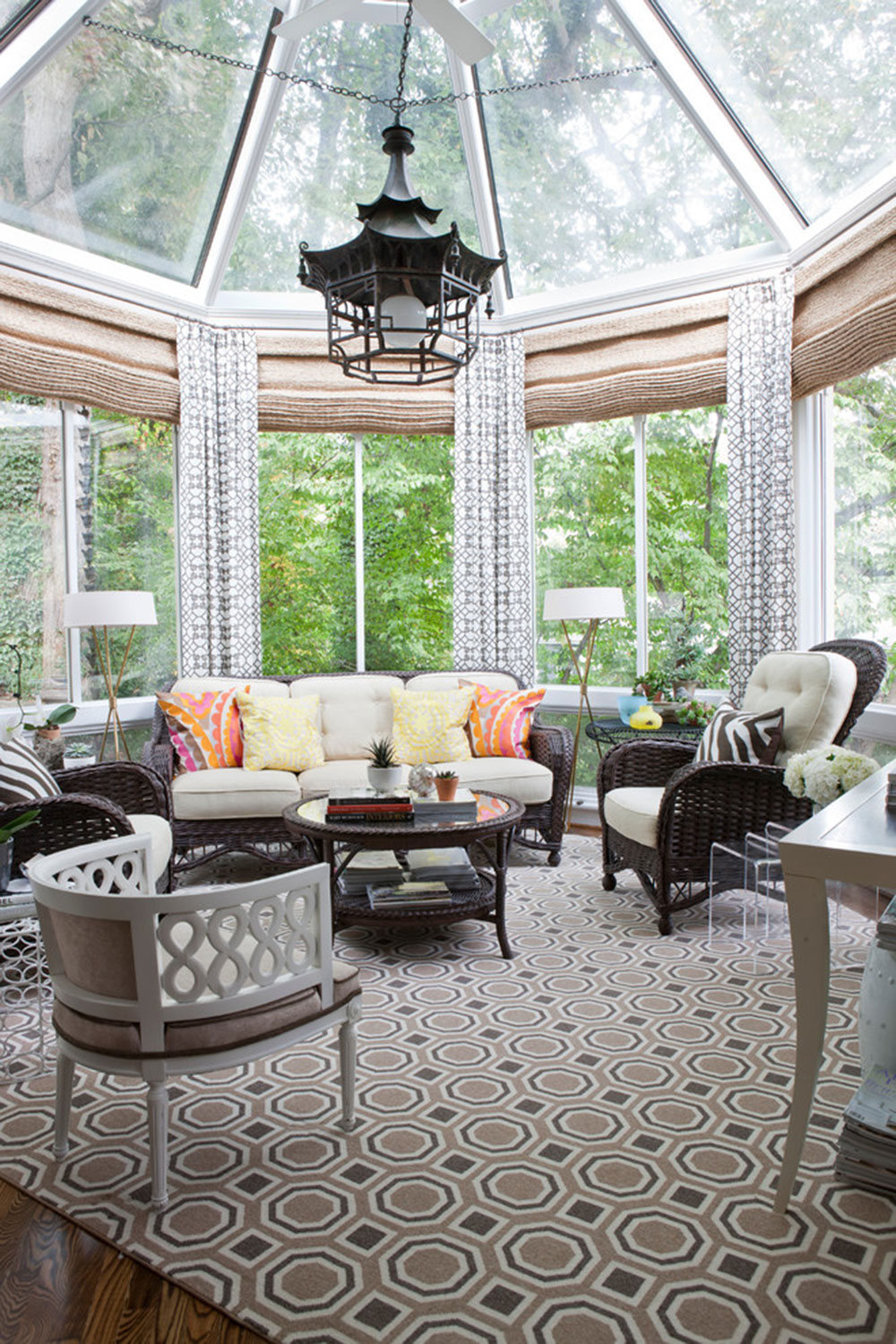 Homey-Feelings-With-These-Bay-Window-Decor-13 Bay window decor to try out in your home
