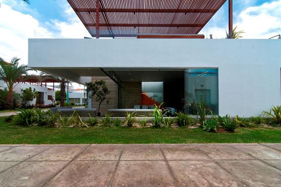 48203009951 Modern House Casa Seta Designed by Martin Dulanto