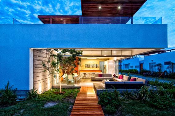 48203116916 Modern House Casa Seta Designed by Martin Dulanto