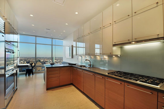 man4 Minimalist penthouse in Manhattan with glass exterior walls