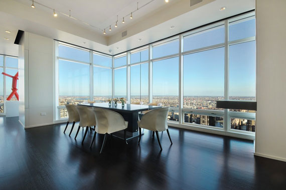 man3 Minimalist penthouse in Manhattan with glass exterior walls
