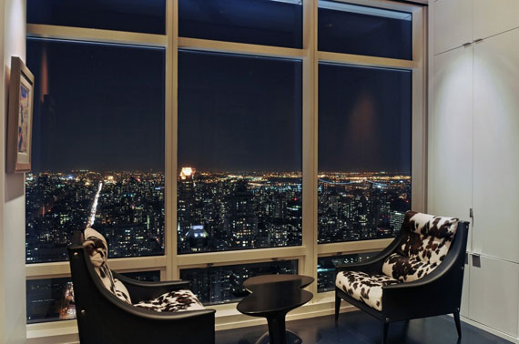 man11 Minimalist penthouse in Manhattan with glass exterior walls