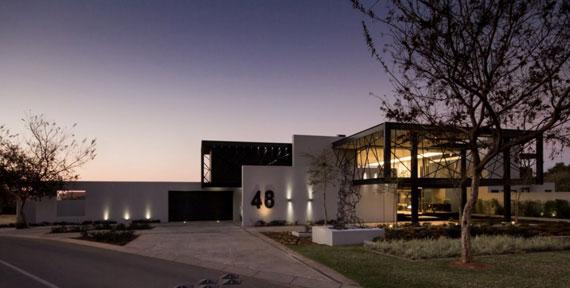 b19 Modern building Ber House Designed by Nico van der Meulen Architects