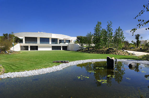 m2 house with marble exterior designed by A-Cero in Pozuelo de Alarcón, Madrid