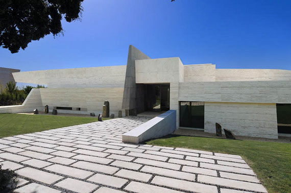 m8 house with marble exterior designed by A-Cero in Pozuelo de Alarcón, Madrid