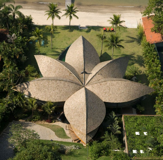 l2 The incredible leaf house of Mareines + Patalano Arquitetura
