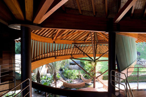 l9 The incredible leaf house of Mareines + Patalano Arquitetura