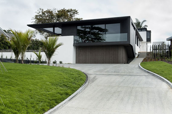 cls1 Modern black and white dream house: Lucerne House by Daniel Marshall Architects