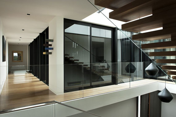 cls16 Modern black and white dream house: Lucerne House by Daniel Marshall Architects