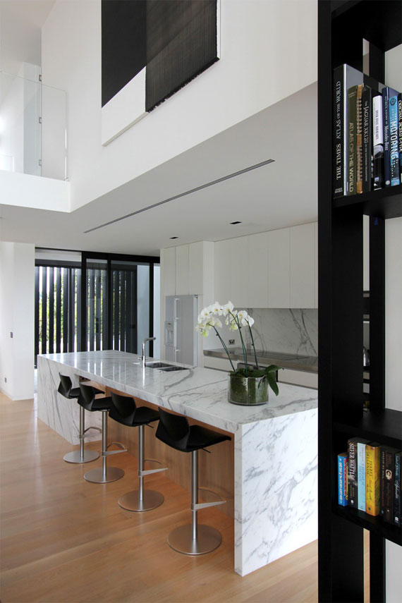 cls14 Modern black and white dream house: Lucerne House by Daniel Marshall Architects