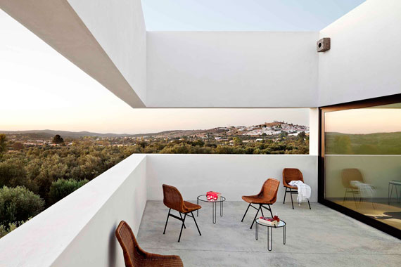 casa2 All white walls Villa Extramuros In Arraiolos Designed by Vora Arquitectura