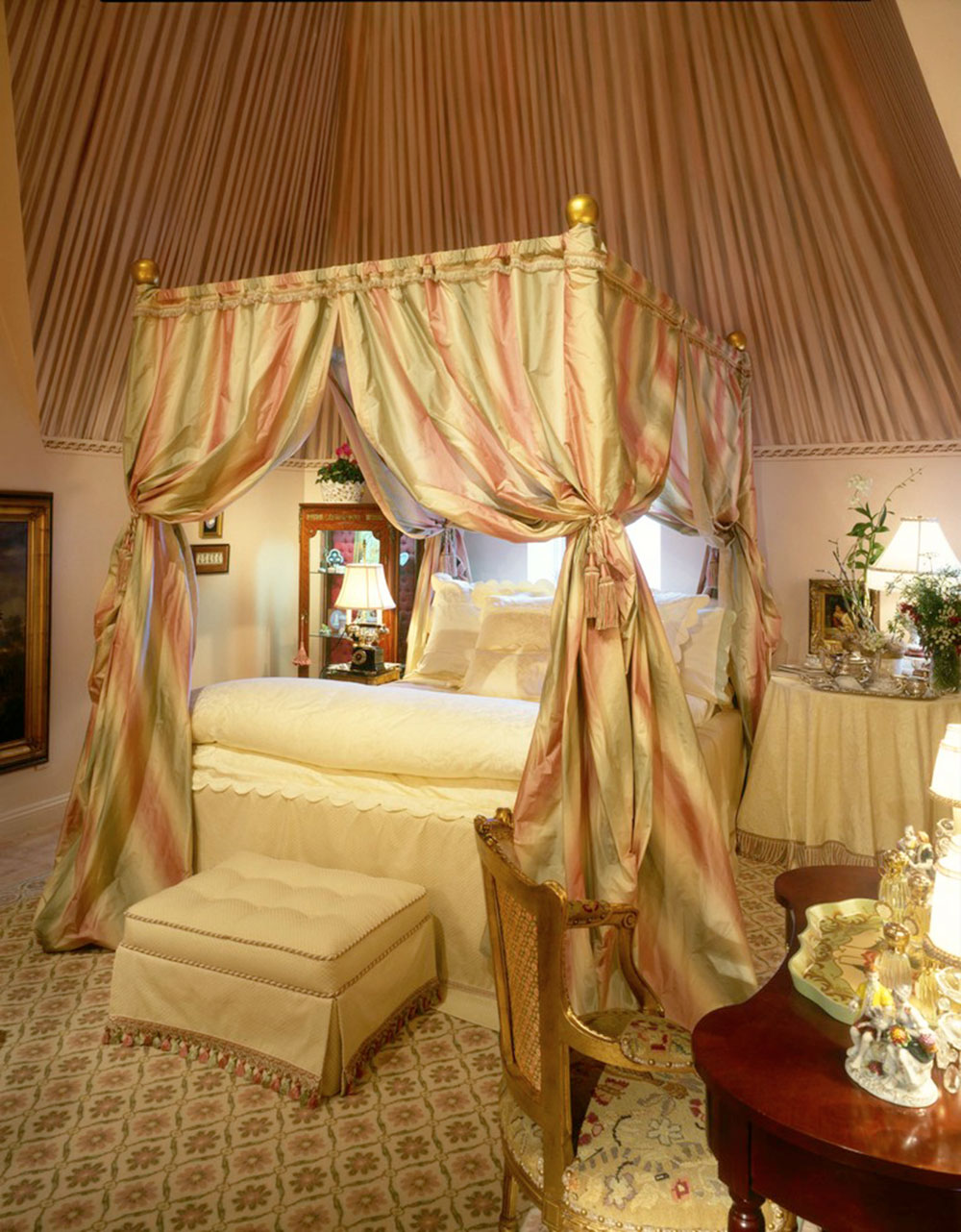 Four-poster bed ideas that will delight your room1 four poster bed ideas that will delight your room