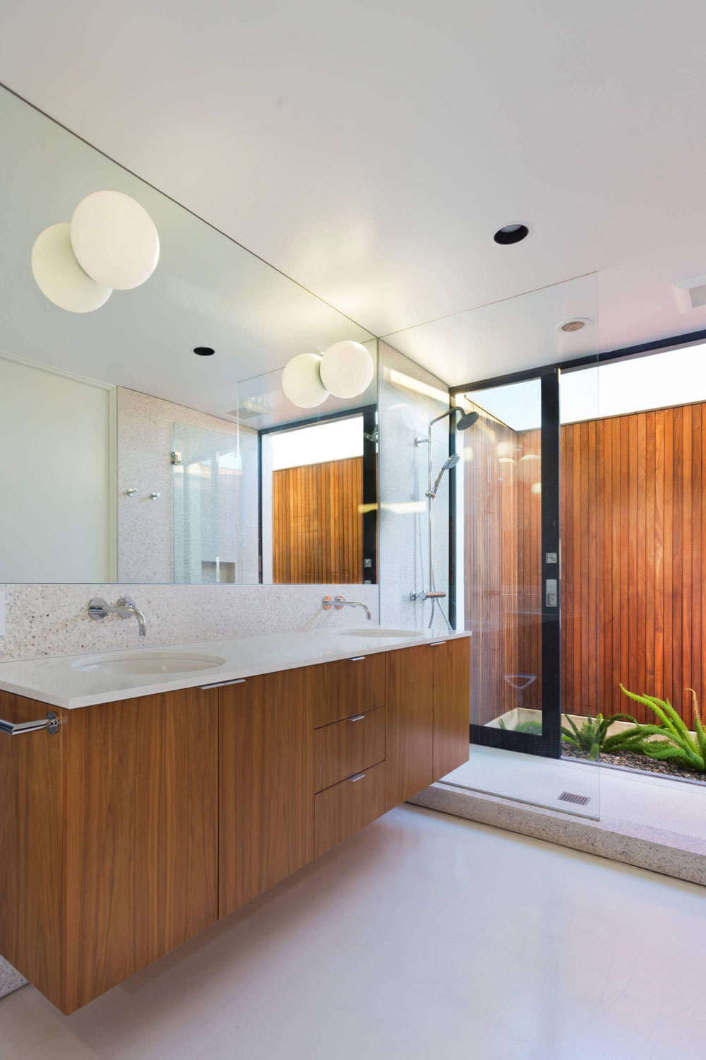 Beautiful sunny house created by Pierre Koenig and redesigned by Robert Sweet-161 Beautiful sunny house created by Pierre Koenig and redesigned by Robert Sweet
