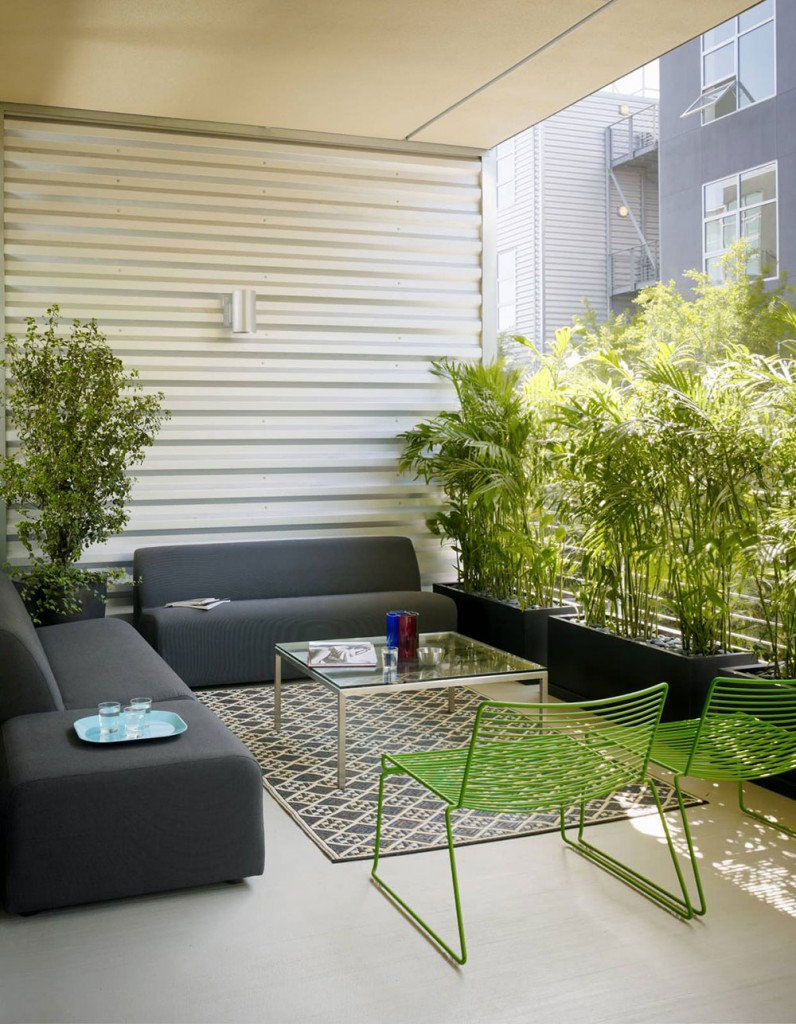 How to decorate an apartment balcony7-796x1024 How to decorate an apartment balcony