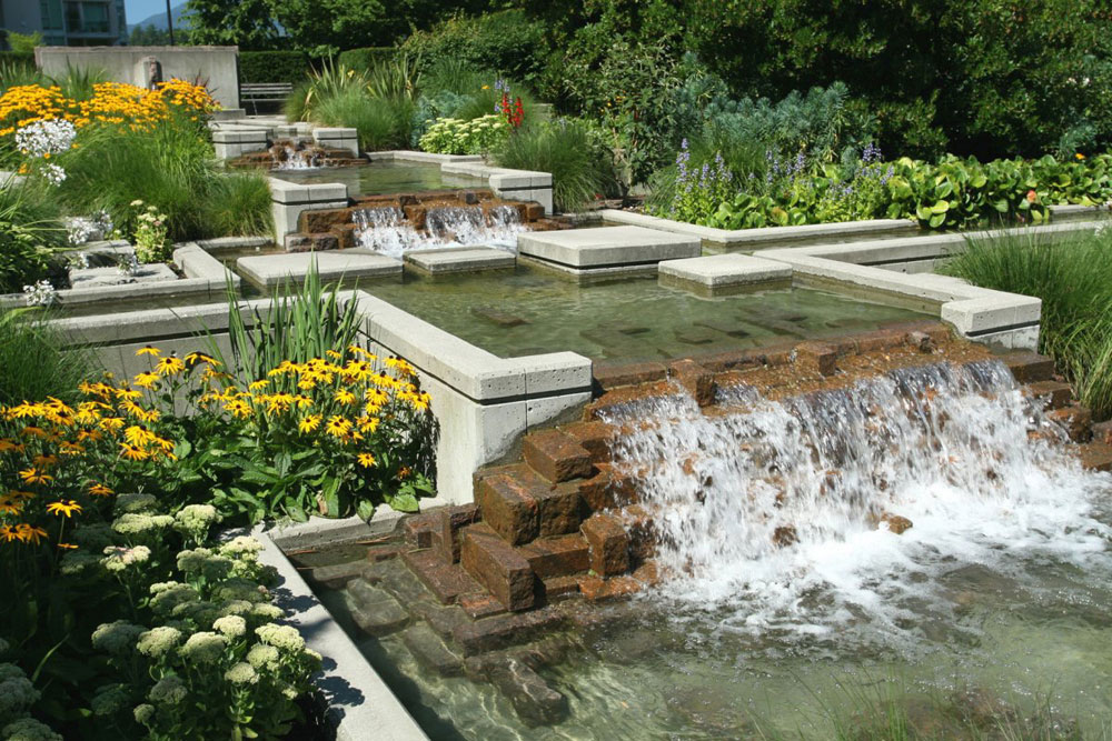 Create a Unique Back Yard With These Garden Pond Design Ideas-4 Create a Unique Back Yard With These Garden Pond Design Ideas