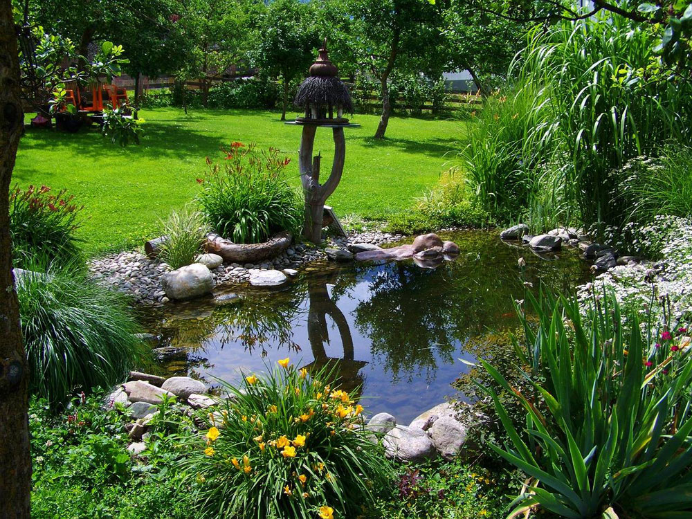 Create a Unique Back Yard With These Garden Pond Design Ideas-6 Create a Unique Back Yard With These Garden Pond Design Ideas