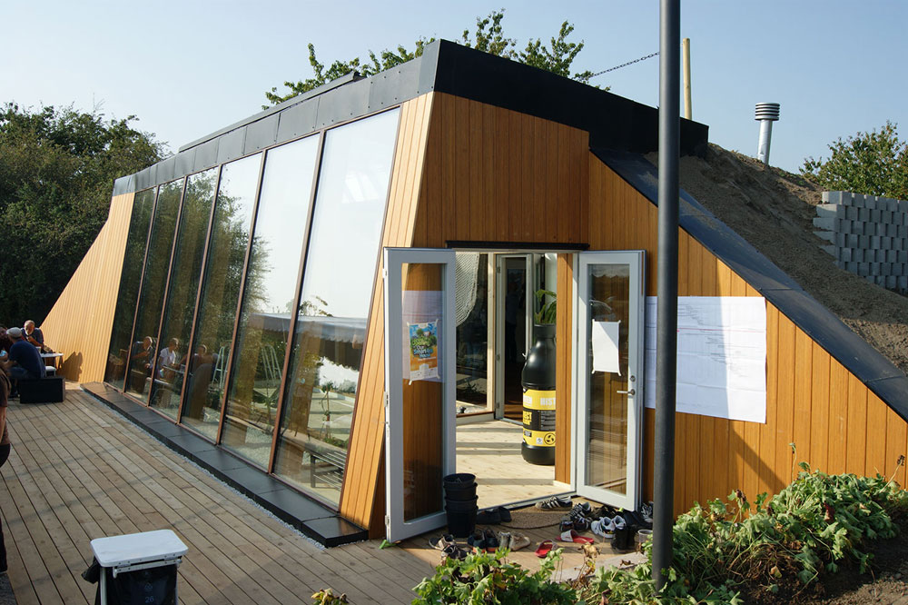 HEATING AND USING WATER IN YOUR HOME Green technologies for the home