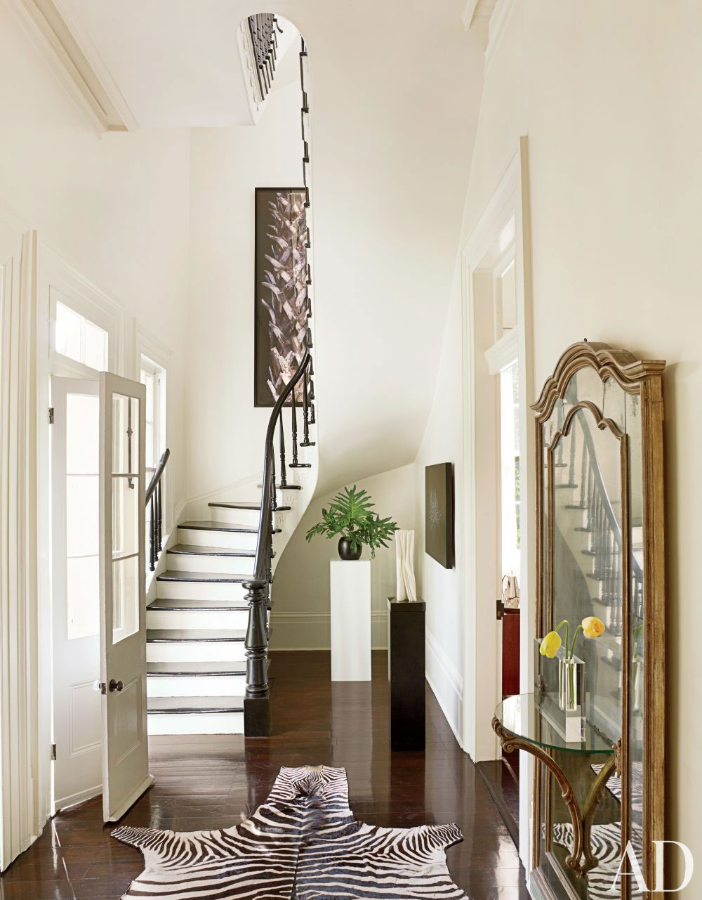 Hallway-wall-decoration-ideas-for-your-comfortable-home-4 hall-wall-decoration-ideas for your-comfortable-home