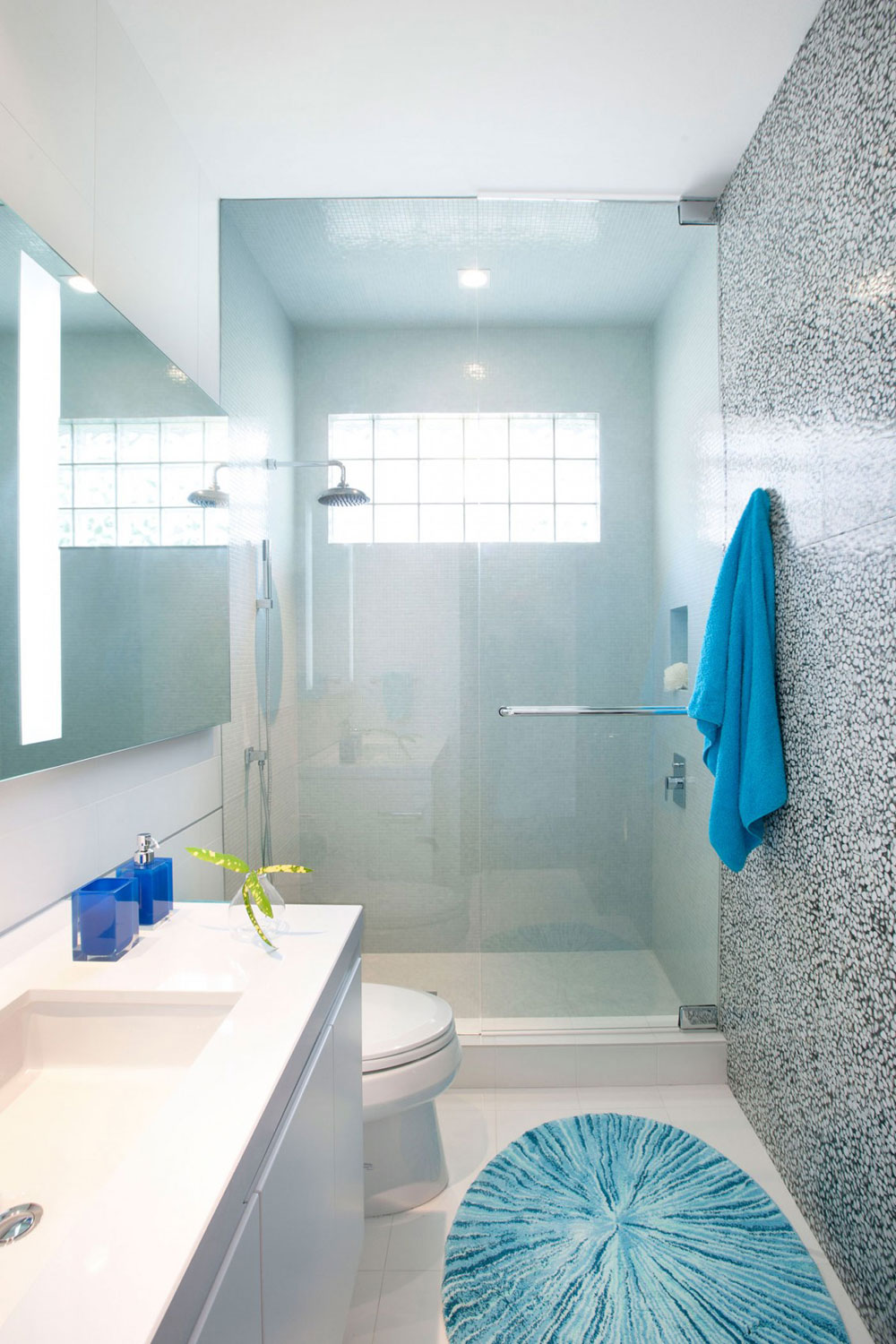 How to decorate a small bathroom and still save space 7 How to decorate a small bathroom and still save space