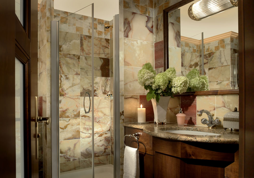 How to decorate a small bathroom and still save space 6 How to decorate a small bathroom and still save space