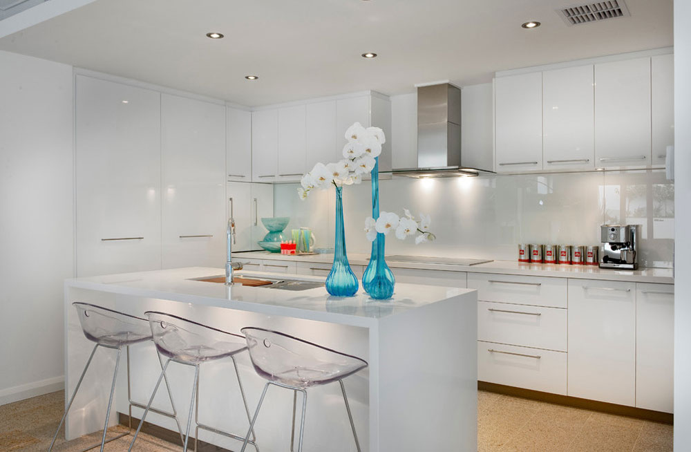 Tips and Guidelines for Decorating Over Kitchen Cabinets 3 Tips and Guidelines for Decorating Over Kitchen Cabinets