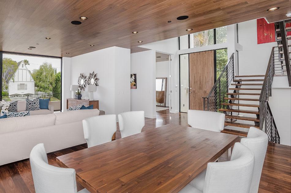 House-with-a-strong-angular-appearance-and-square-windows-5 House with a high-angular appearance and angular windows