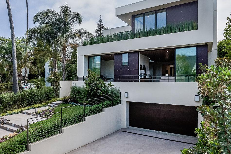 House with a very angular appearance and square windows-2 House with a very angular appearance and angular windows