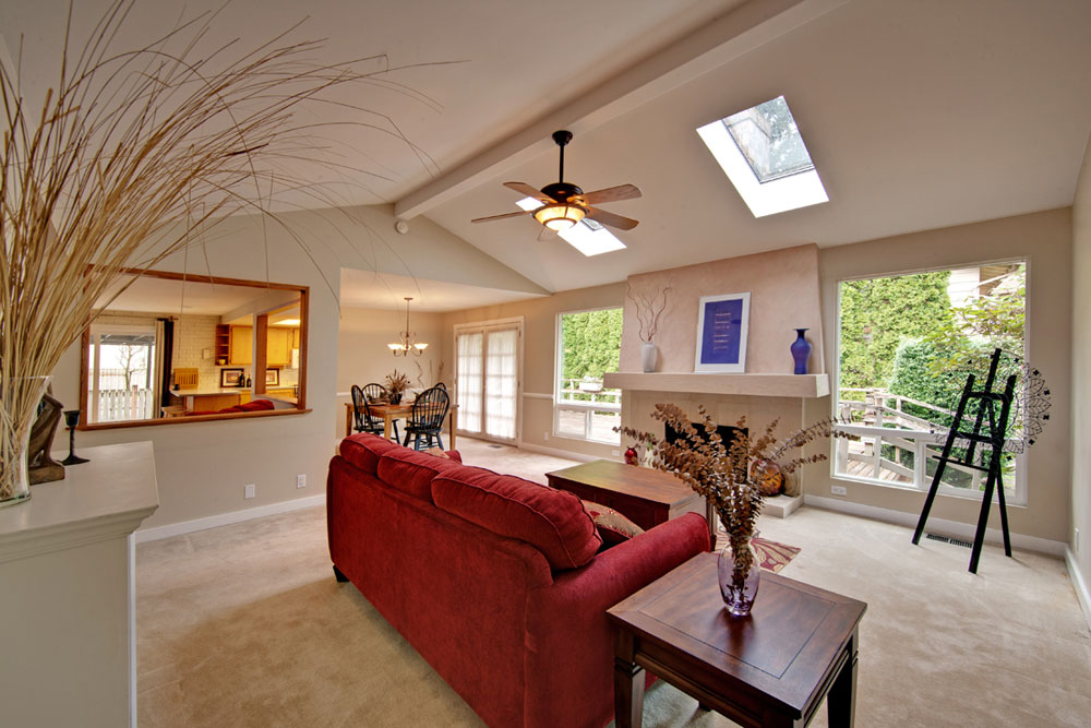 Living rooms with skylights that provide natural light 7 living rooms with skylights that provide natural light