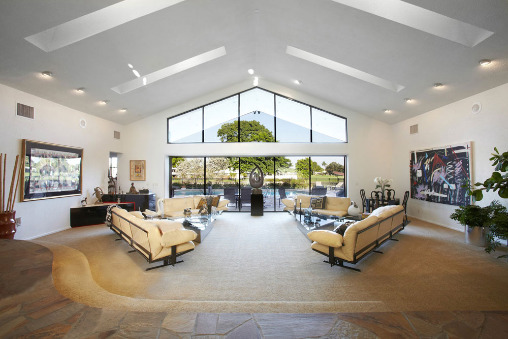 Living rooms with skylights that provide natural light 6 living rooms with skylights that provide natural light