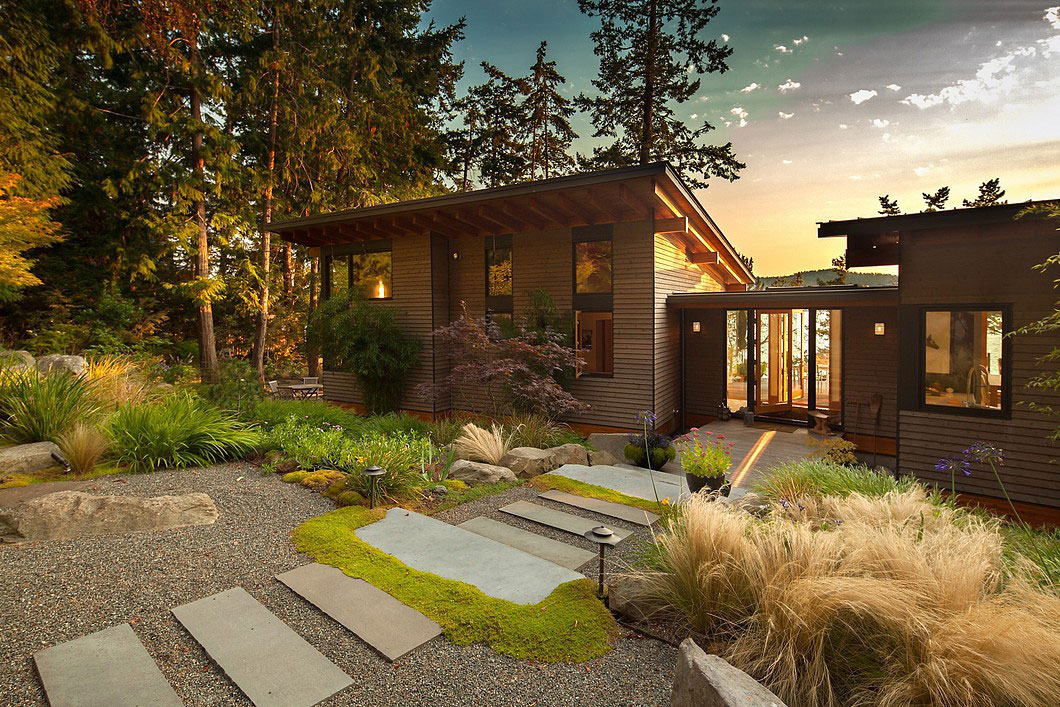 Saturna-island-retreat-and-its-large-expansive-windows-3 Saturna-island-retreat and its large, expansive windows