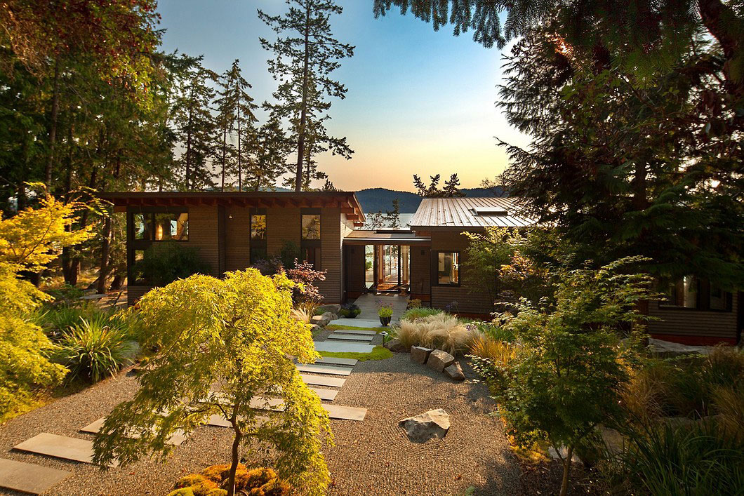 Saturna-island-retreat-and-its-large-expansive-windows-2 Saturna-island-retreat and its large, expansive windows