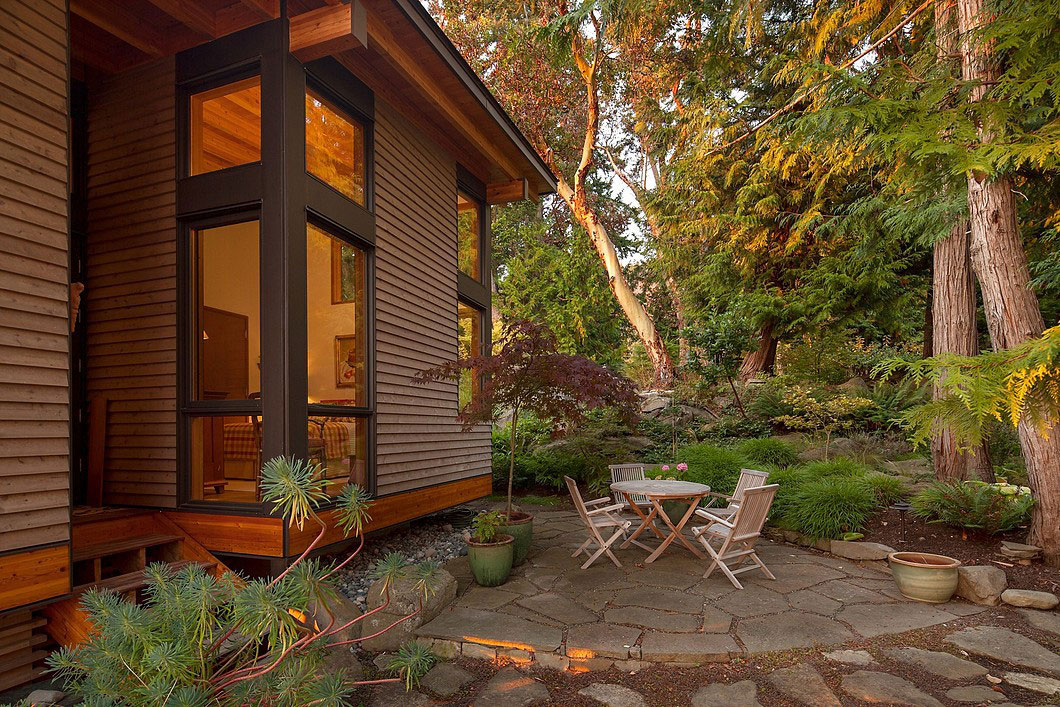 Saturna-island-retreat-and-its-large-expansive-windows-5 Saturna-island-retreat and its large, expansive windows