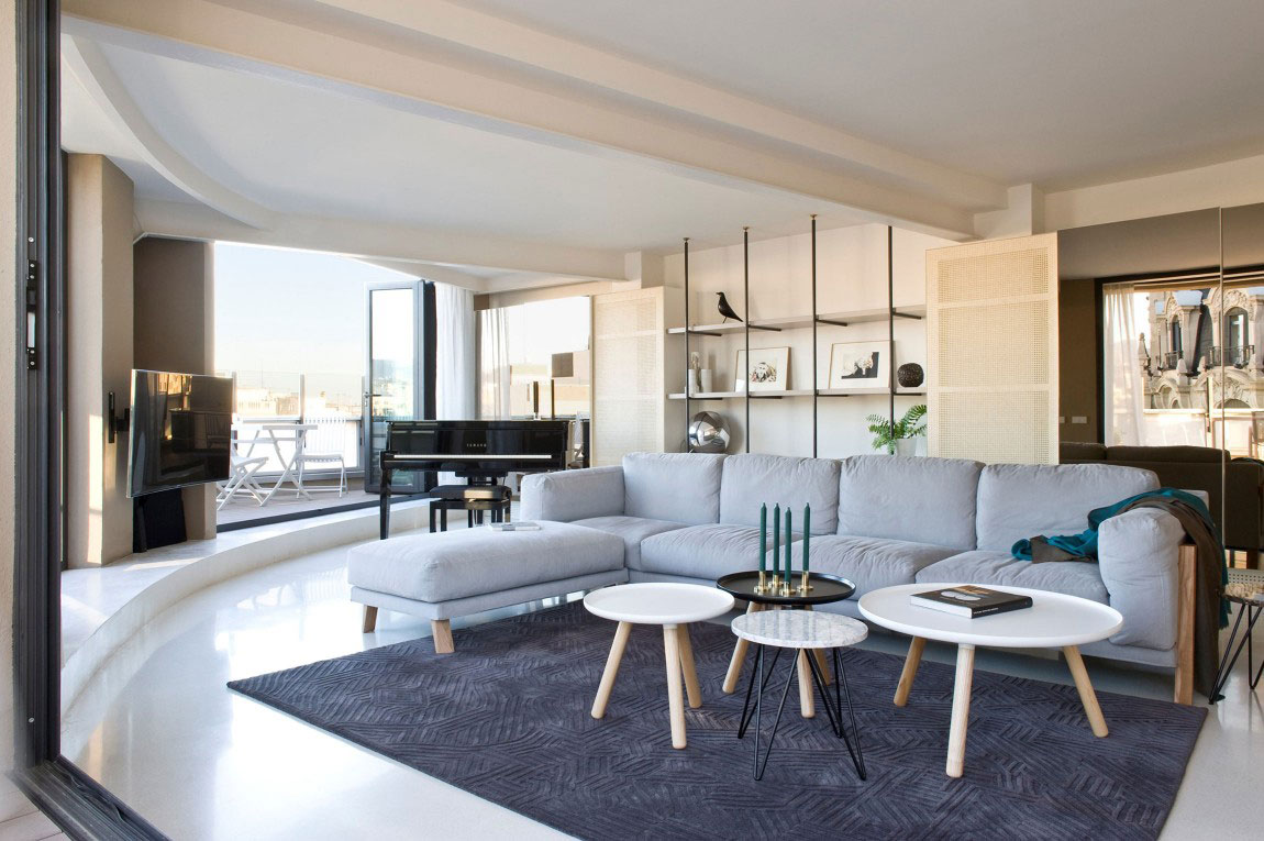 Spacious penthouse-with-a-nice-balance-of-furniture-and-interior-decorations-2 Spacious penthouse with-a-nice-balance-of-furniture-and-interior-decorations