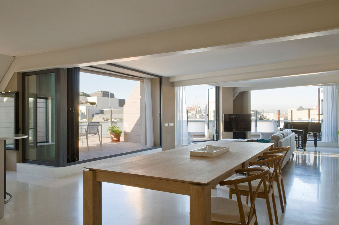 Spacious penthouse with a nice balance of furniture and interior decorations 8 Spacious penthouse with a nice balance of furniture and interior decorations