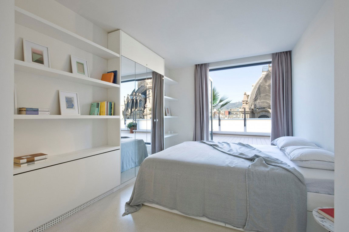 Spacious penthouse with a nice balance of furniture and interior decorations 9 Spacious penthouse with a nice balance of furniture and interior decorations