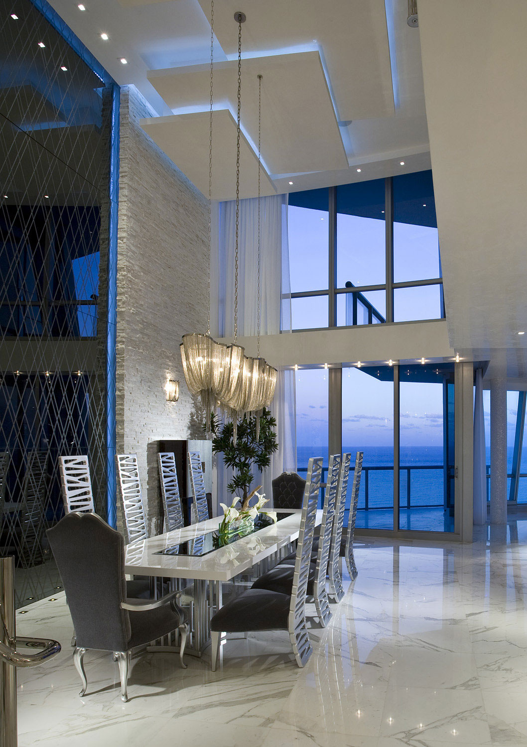 Elegant-ocean-penthouse-with-lots-of-hanging-lights-10 Elegant-ocean-penthouse with lots of hanging lights