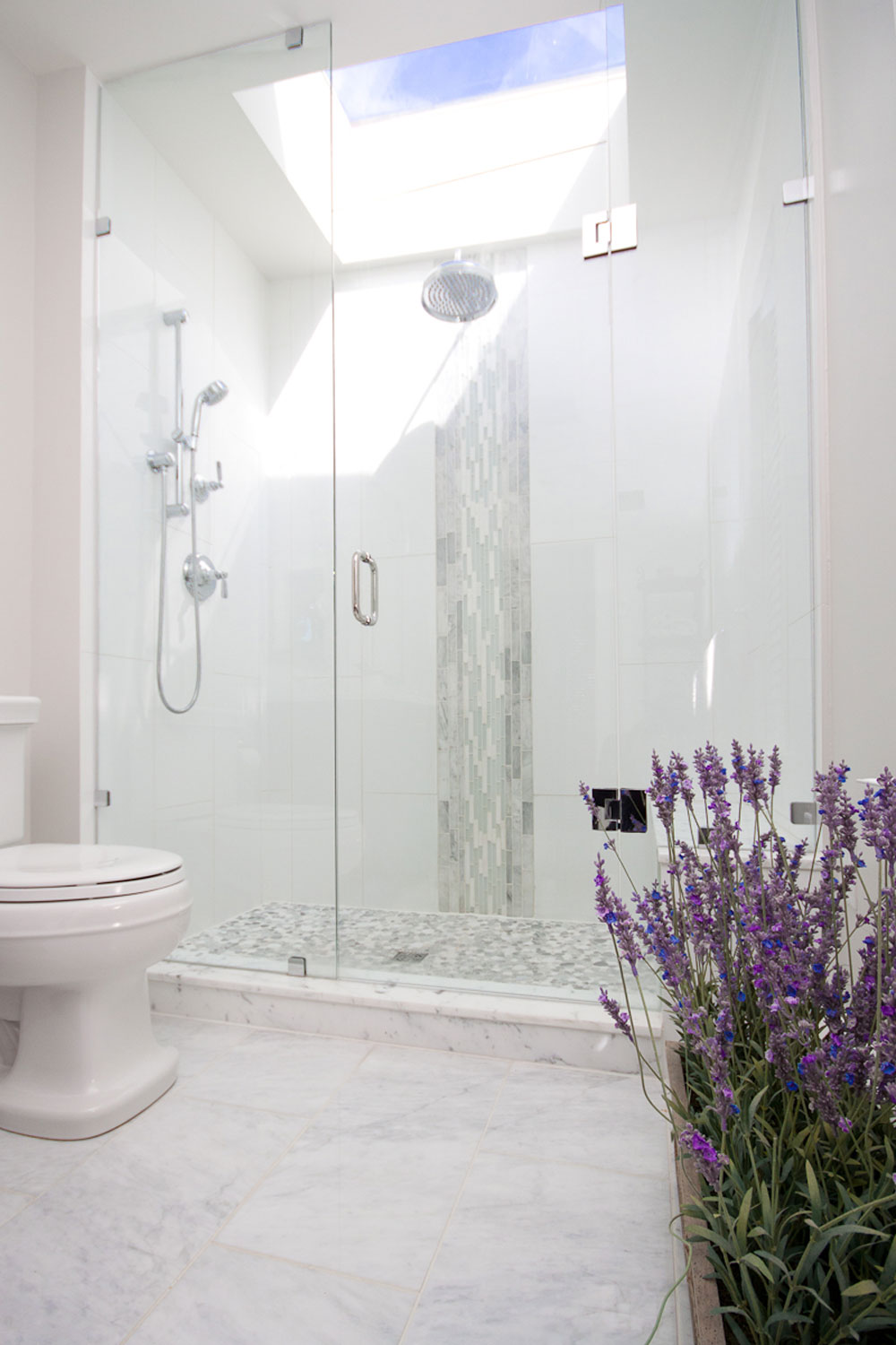 Bathrooms-with-skylights-that-make-you-reconsider-how-you-rec-recreate-12-bathrooms-with-skylights that make you reconsider how you design them