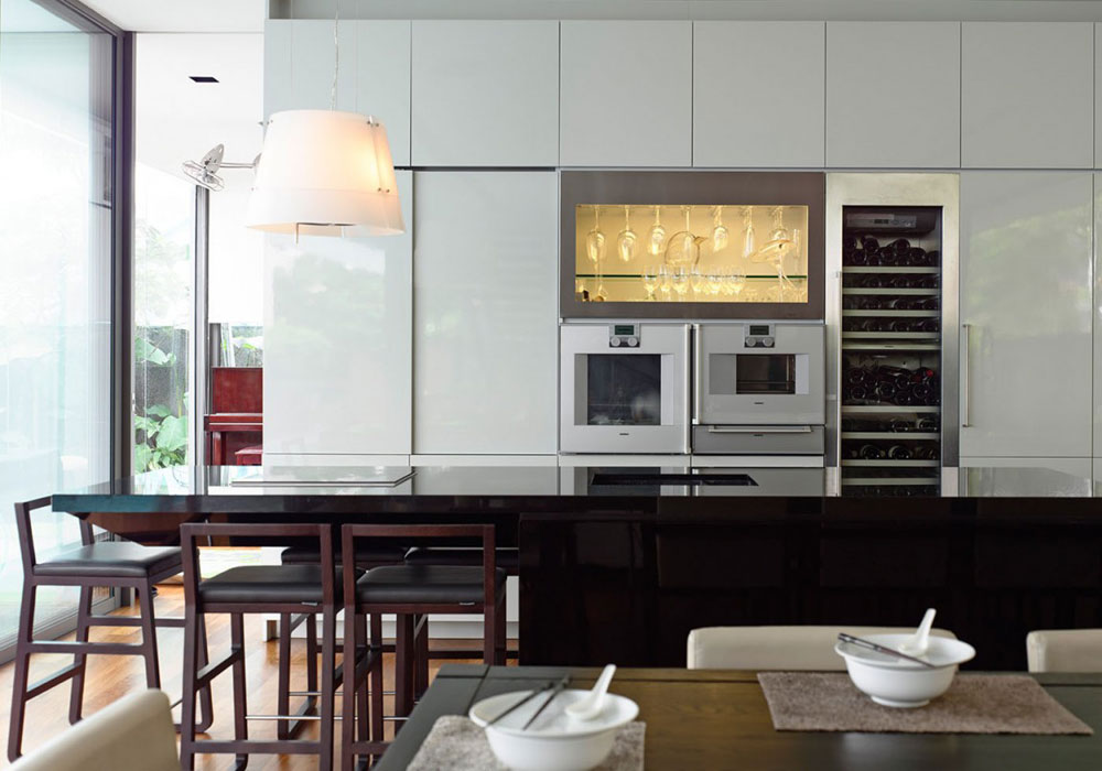 Lovely-Kitchen-Interiors-With-White-Cabinets-2 Beautiful kitchen interiors with white cabinets
