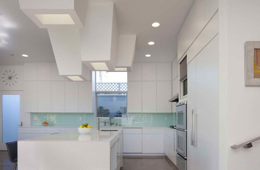 Lovely-Kitchen-Interiors-With-White-Cabinets-5 Beautiful kitchen interiors with white cabinets