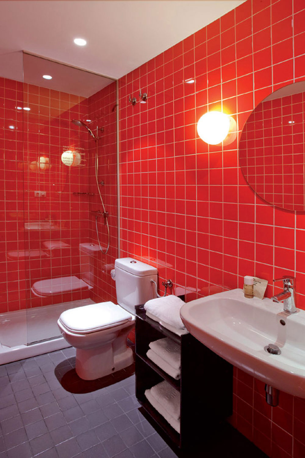 Add-warmth-to-your-house-with-ideas-of-these-red-bathroom-interiors-10, add-warmth-to-your-house-with-ideas-of-these-red-bathroom-interiors