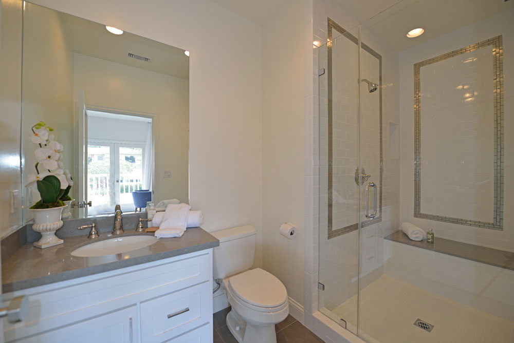Creating a White Bathroom Interior Design 5 Creating a White Bathroom Interior Design