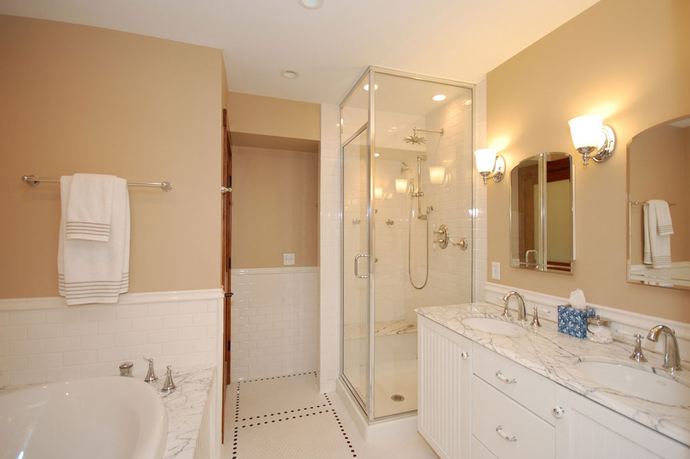 Creating a White Bathroom Interior Design 8 Creating a White Bathroom Interior Design