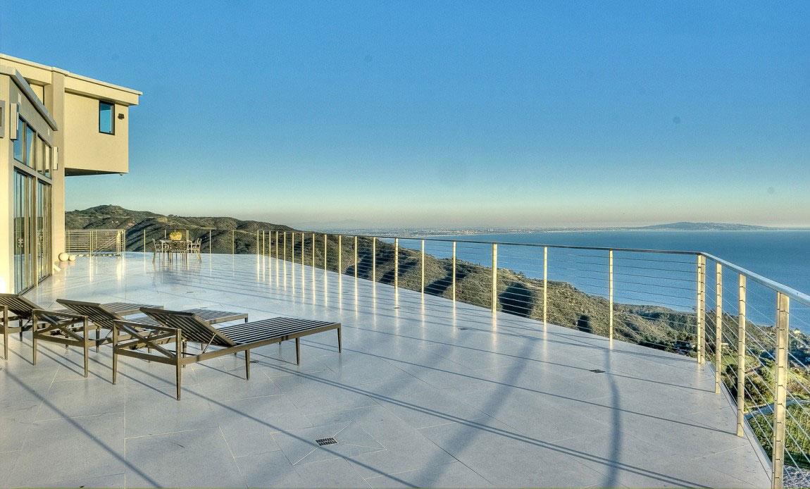 Stunning Beach House in Malibu Beach California 2 Stunning Beach House in Malibu Beach California