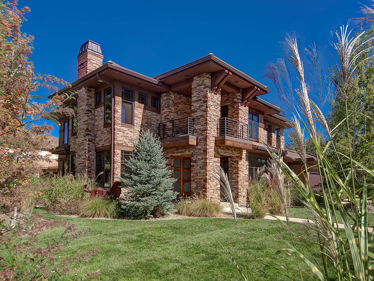 Elegant and modern house with a rustic exterior 2 Elegant and modern house with a rustic exterior
